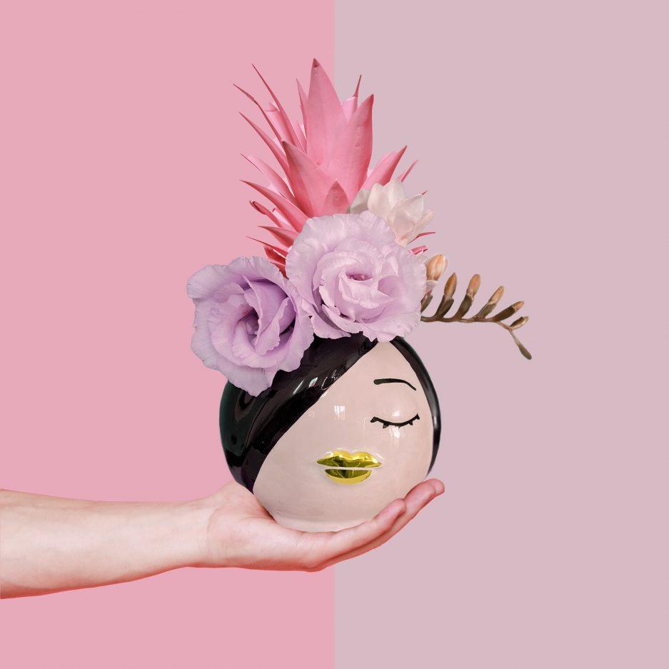 Vaso in ceramica moderno nero con bocca oro